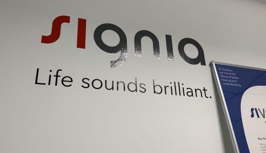 シグニア補聴器の製造現場を見学、補聴器の「レジェンド」と意見交換してきました